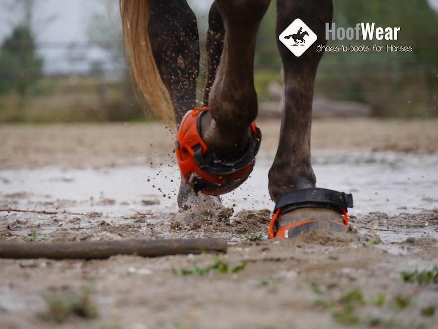 Kan ik met hoefschoenen door de modder rijden
